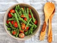 Рецепта Салата със зелен боб, чери домати, чесън и кориандър